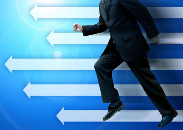 ビジネスマンが走るイメージ