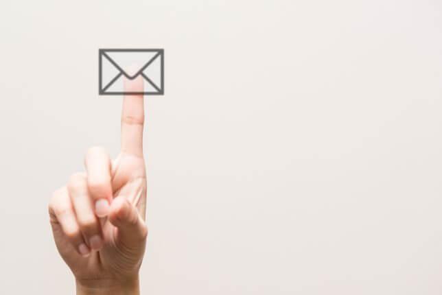 メールをチェックするイメージ
