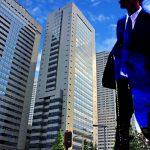 ビジネスマンとビルのイメージ