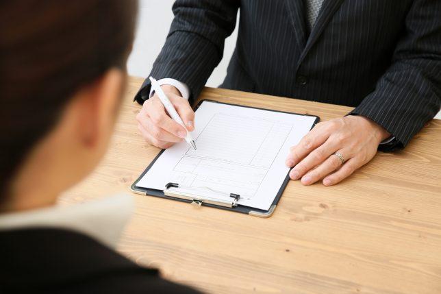 派遣登録するビジネスマン