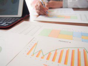 データを分析するイメージ