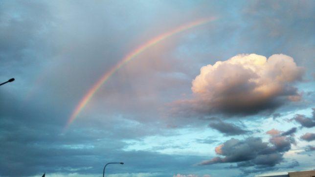 虹が差す空