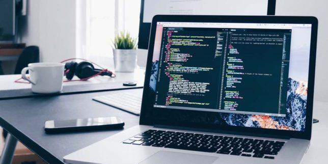 エンジニアのパソコンイメージ